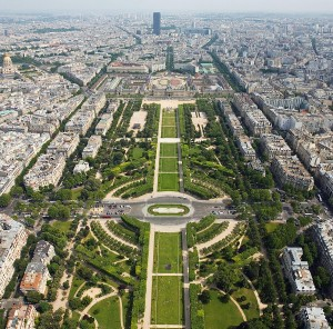 Champ_de_Mars_from_the_Eiffel_Tower_-_July_2006_edit